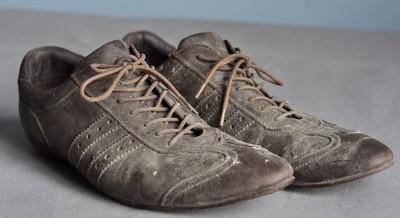 Lỗi phối đồ cho nam giới: giày bẩn