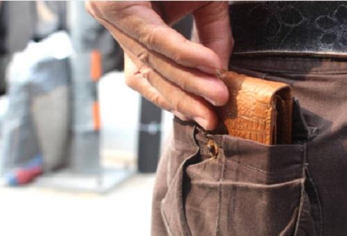 Chọn mẫu ví da nam hàng hiệu được nhiều người yêu thích
